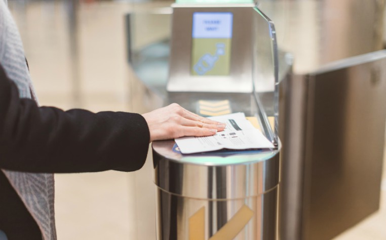 Electronic Boarding pass and passport control - airport immigration