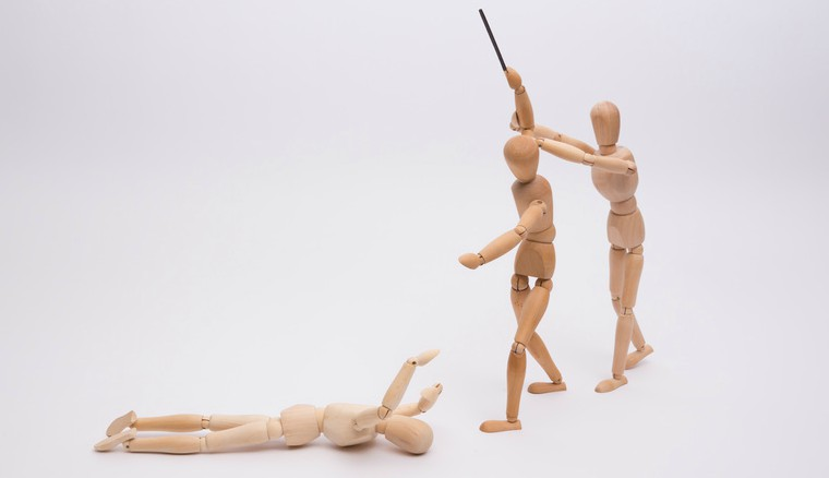description_of_image_used_in_forensic_mental_health_guide_wooden_figure_attacking_another_wooden_figure_Hans-Joerg_Hellwig_Fotolia_760x438