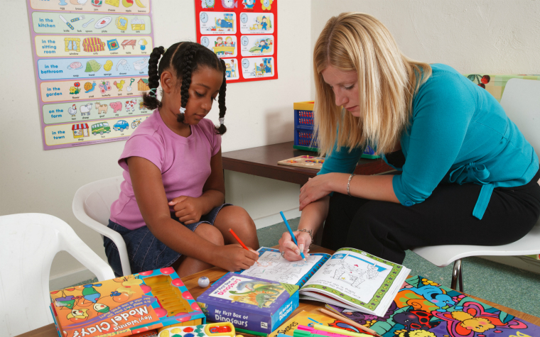 description_of_image_used_in_attachment_issues_in_residential_care_quick_guide_social_worker_colouring_in_with_girl_in_residential_setting