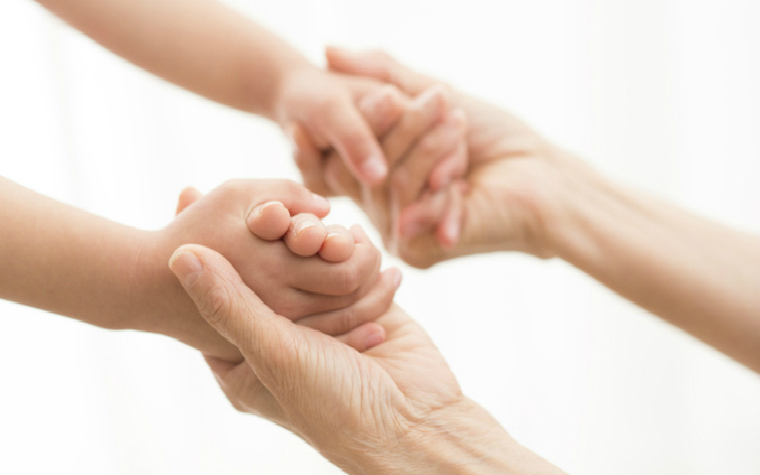 Description_of_image_used_in_therapeutic_parenting_guide_holding_hands