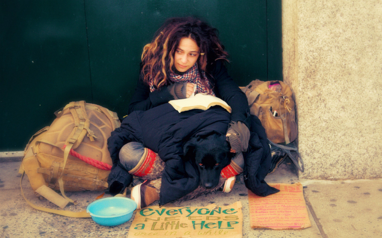 Description_of_image_used_in_supporting_young_runaways_young_homeless_woman