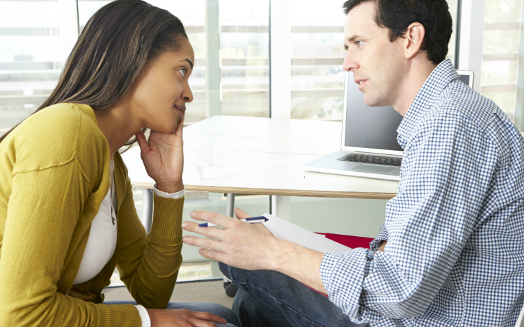 description_of_image_used_in_motivational_interviewing_man_and_woman_talking