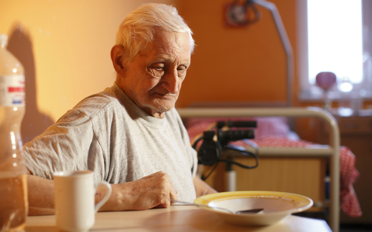 Description_of_image_used_in_dementia_article_older_man_home
