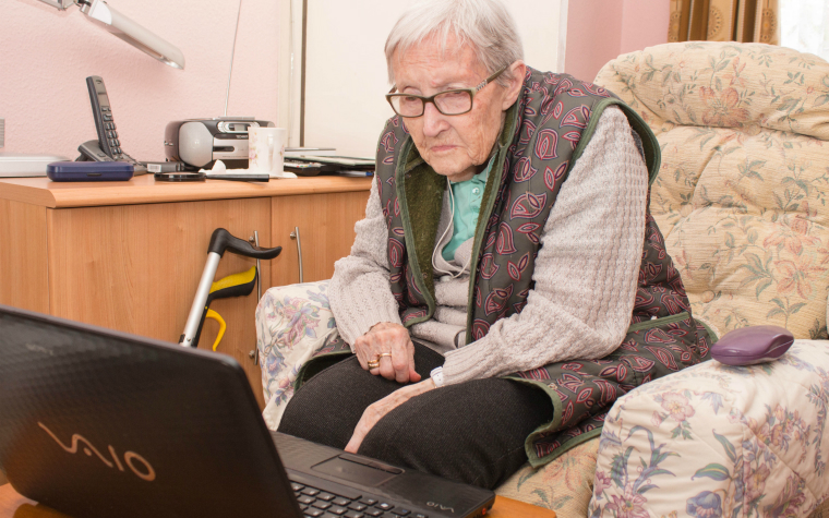 Description_of_image_used_inprevention_research_review_older_woman_looking_for_advice_on_computer_Gary_Brigden