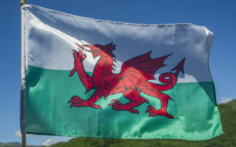 Description_of_image_used_in_wales_outside_resources_welsh_flag_flying_MatthiasGraben_imageBROKER_REX_Shutterstock