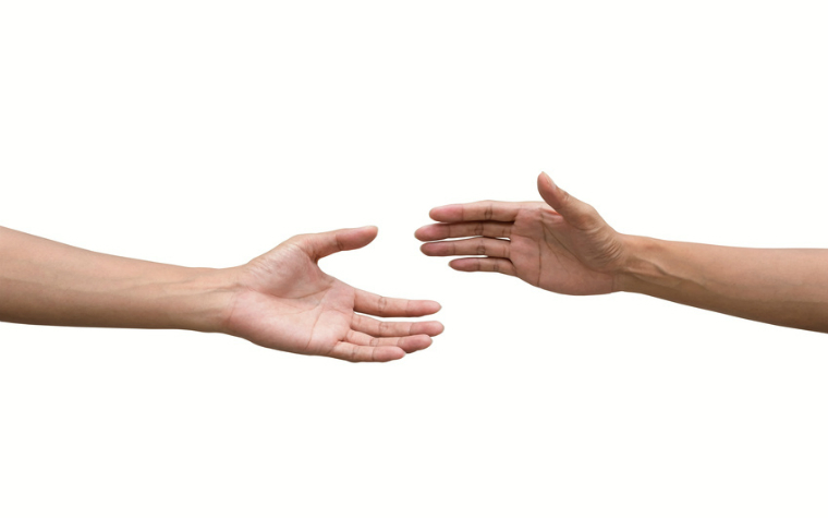 description_of_image_used_in_using_attachment_theory_to_work_with_adults_two_hands_reaching_out_to_each_other_akura_yochi_fotolia