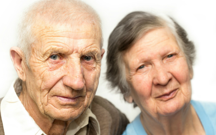 Description_of_image_used_in_practical_analysis_mental_capacity_assessment_older_couple_SergeiMostovyi_Fotolia