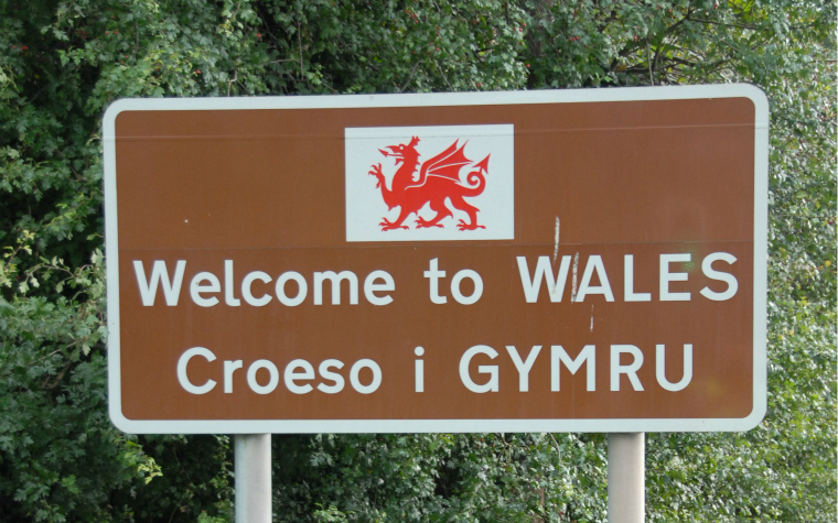 Description_of_image_used_in_wales_knowledge_practice_hub_welcome_to_wales_sign_RichardSowersby_REX_Shutterstock