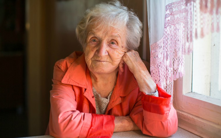 description_of_image_used_in_older_people_research_summary_older_woman_sitting_at_table_fotolia_de_visu