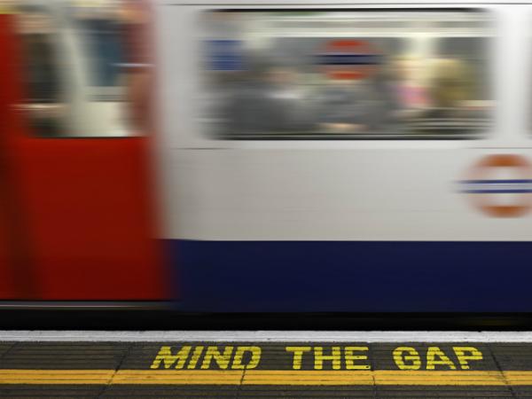 tube station mind the gap