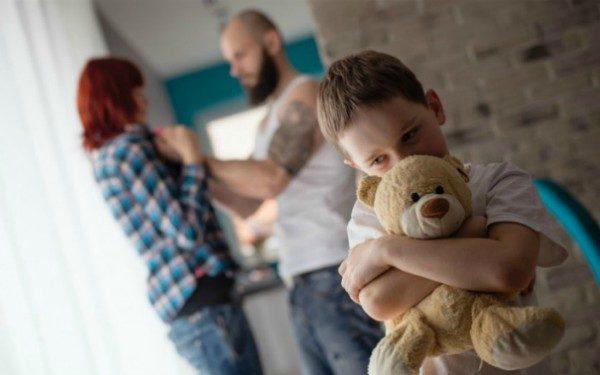 description_of_image_used_in_toxic_trio_piece_boy_hugging_teddy_fotolia_antic