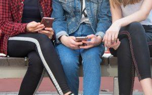 teenagers on mobile phones
